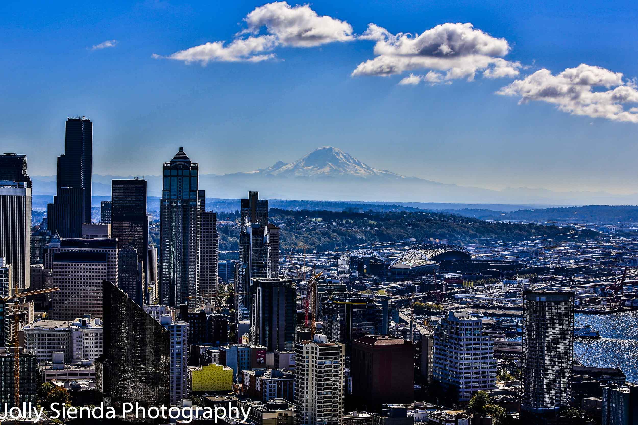 Downtown Seattle skyline and Mount Rainier