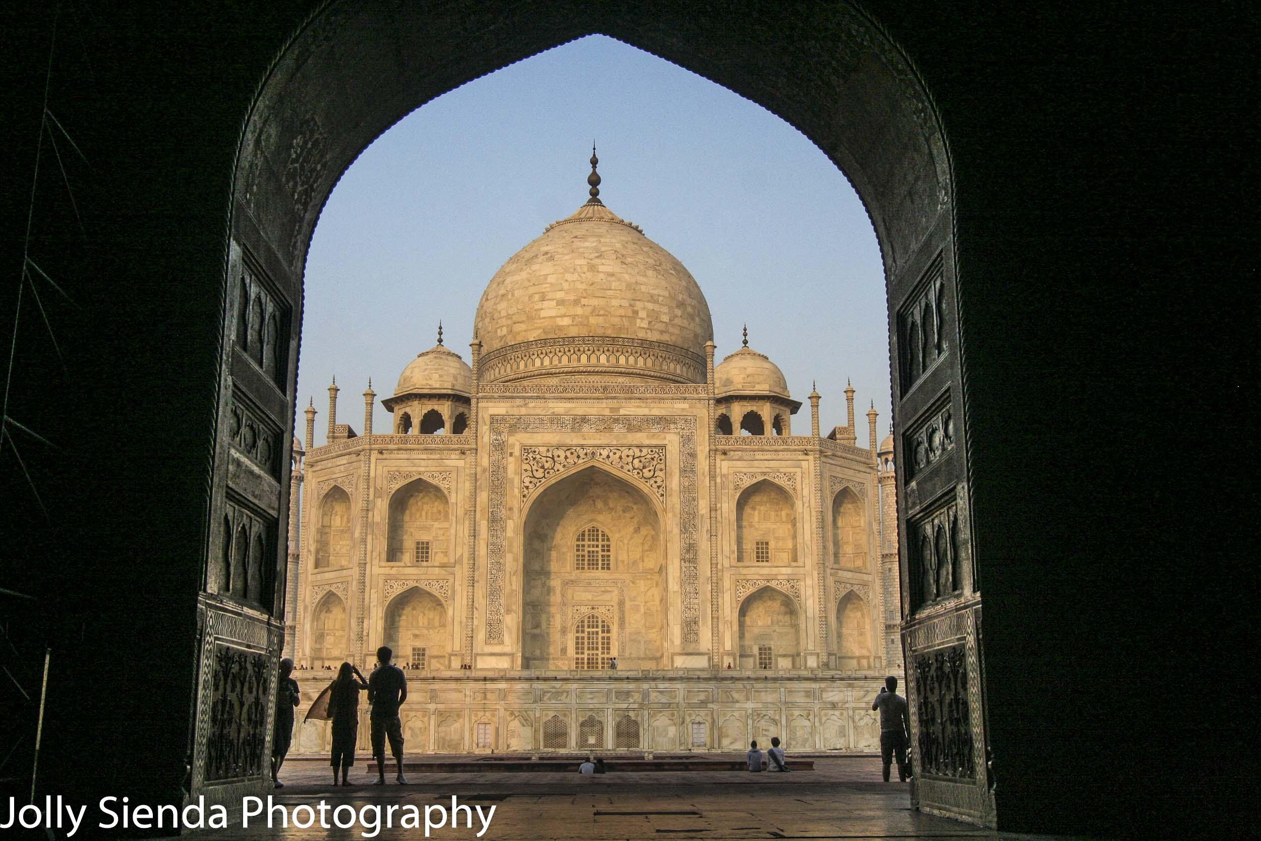 Large doorway leads to the Taj Mahal
