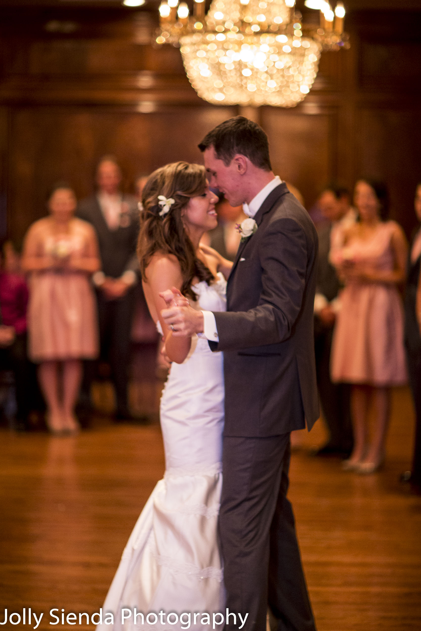 First dance kiss for the new married couple