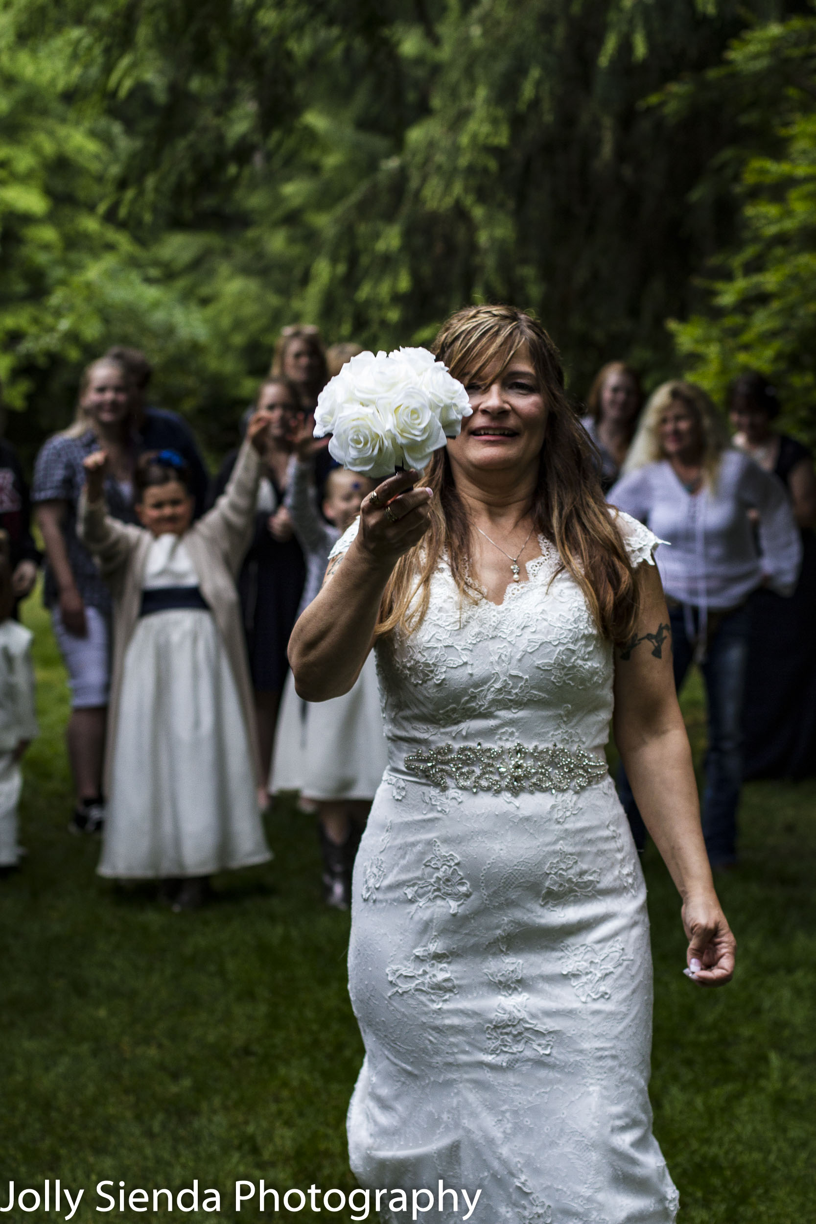 Brides readys herself to toss the weddng bouquet