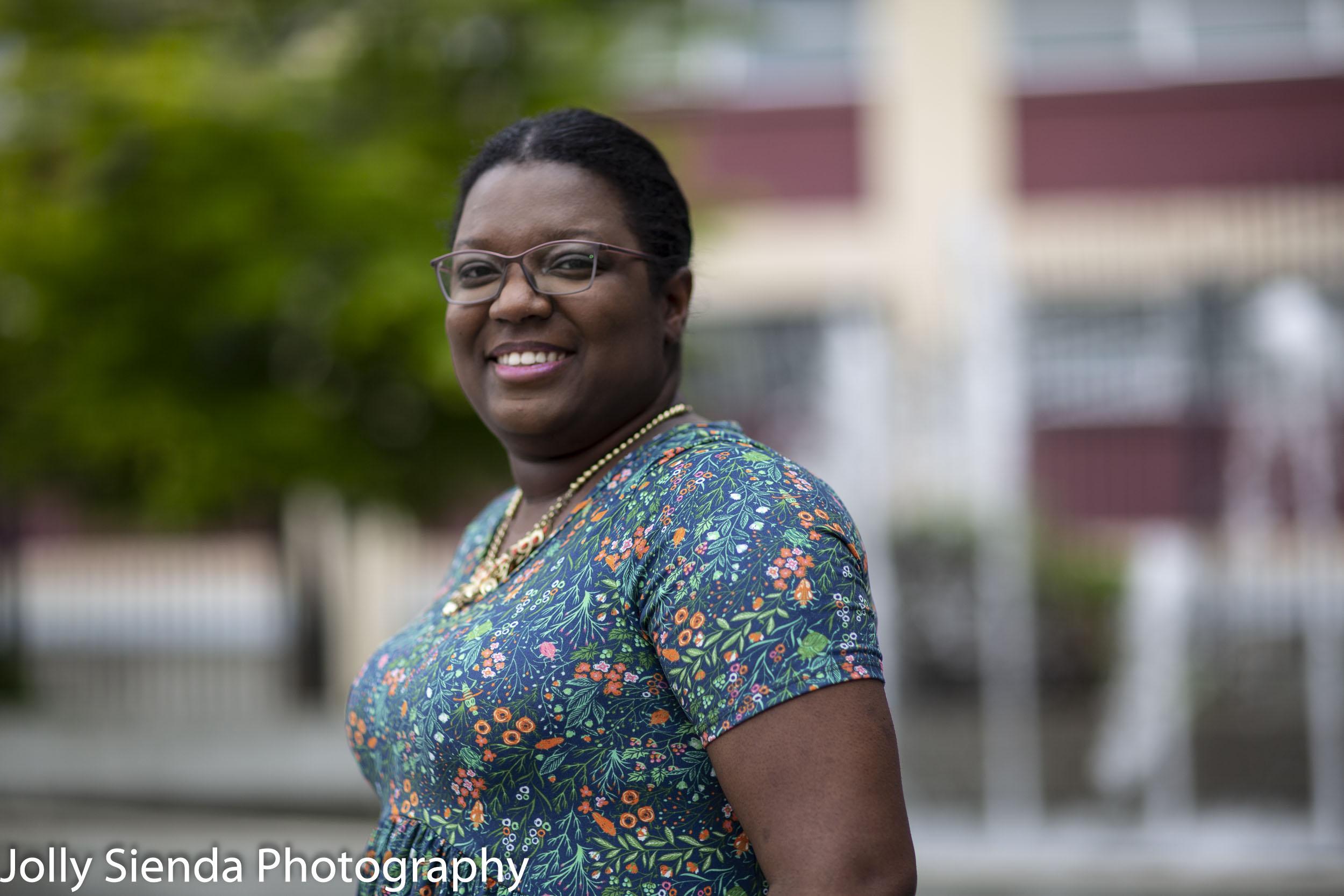 Kaneesah Roarke, Excelsior College Alumni, Jolly Sienda Photography, Bremerton, Washington, USA.