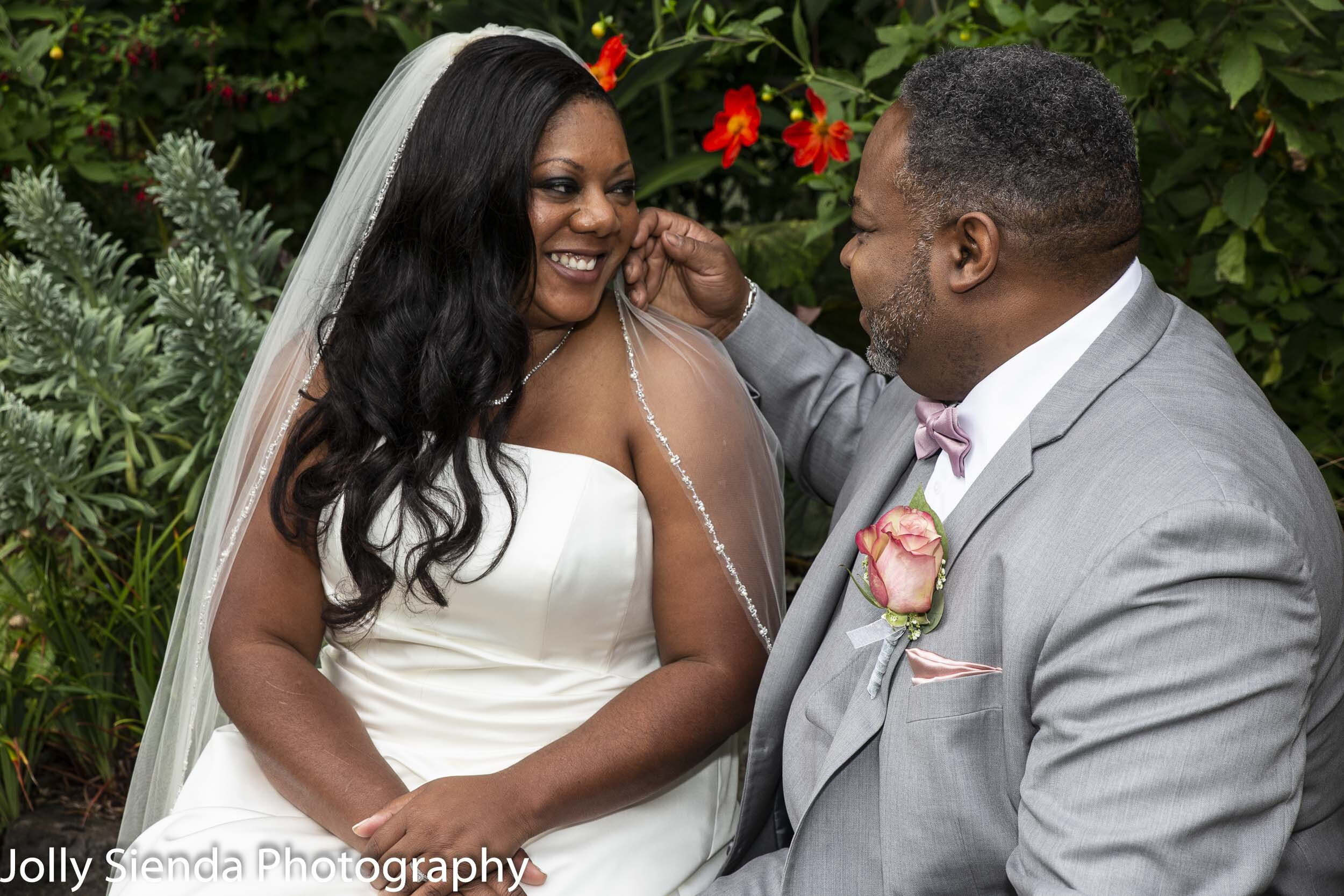 Nioka and Jefferson wedding portraiture by Jolly Sienda Photography at Heronswood Garden