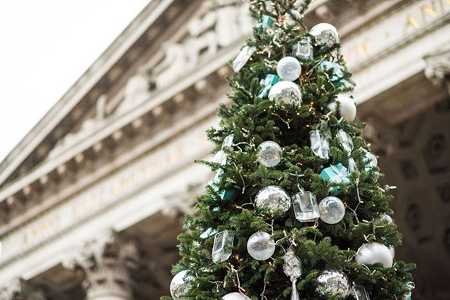 From Christmas markets and shopping in London, to ice skating rinks, Winter Wonderland and festive events, there are lots of magical things to do at Christmas in London. There are hundreds of wonderfully festive moments for anyone wanting to spend the holidays there. #visitlondon #christmastime #christmasinlondon #w2ntravel #where2next