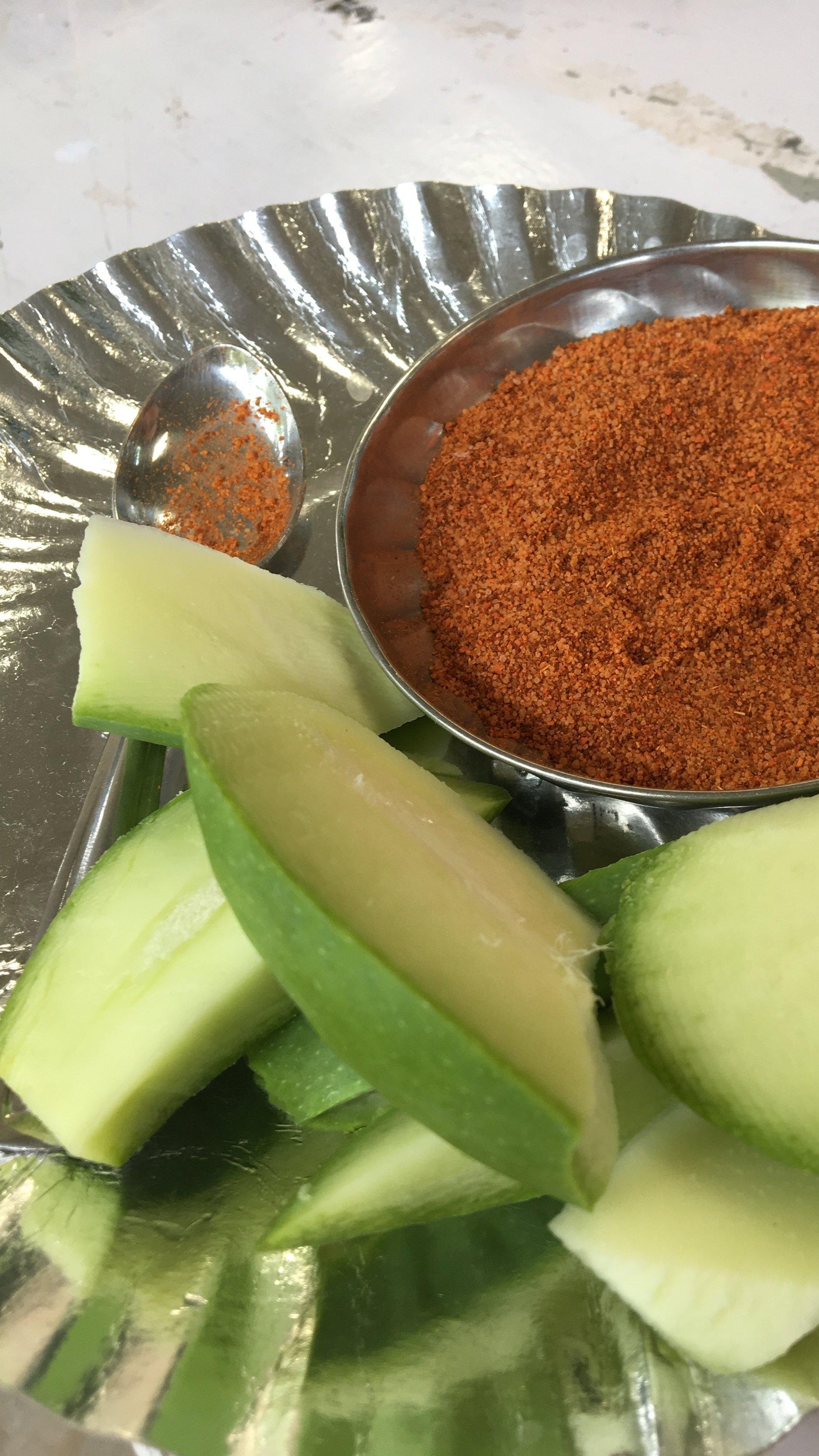 Typischer Wintersnack: Grüne Mango, Chili & Pfeffer |  Typical winter snack: green mango, chili & pepper