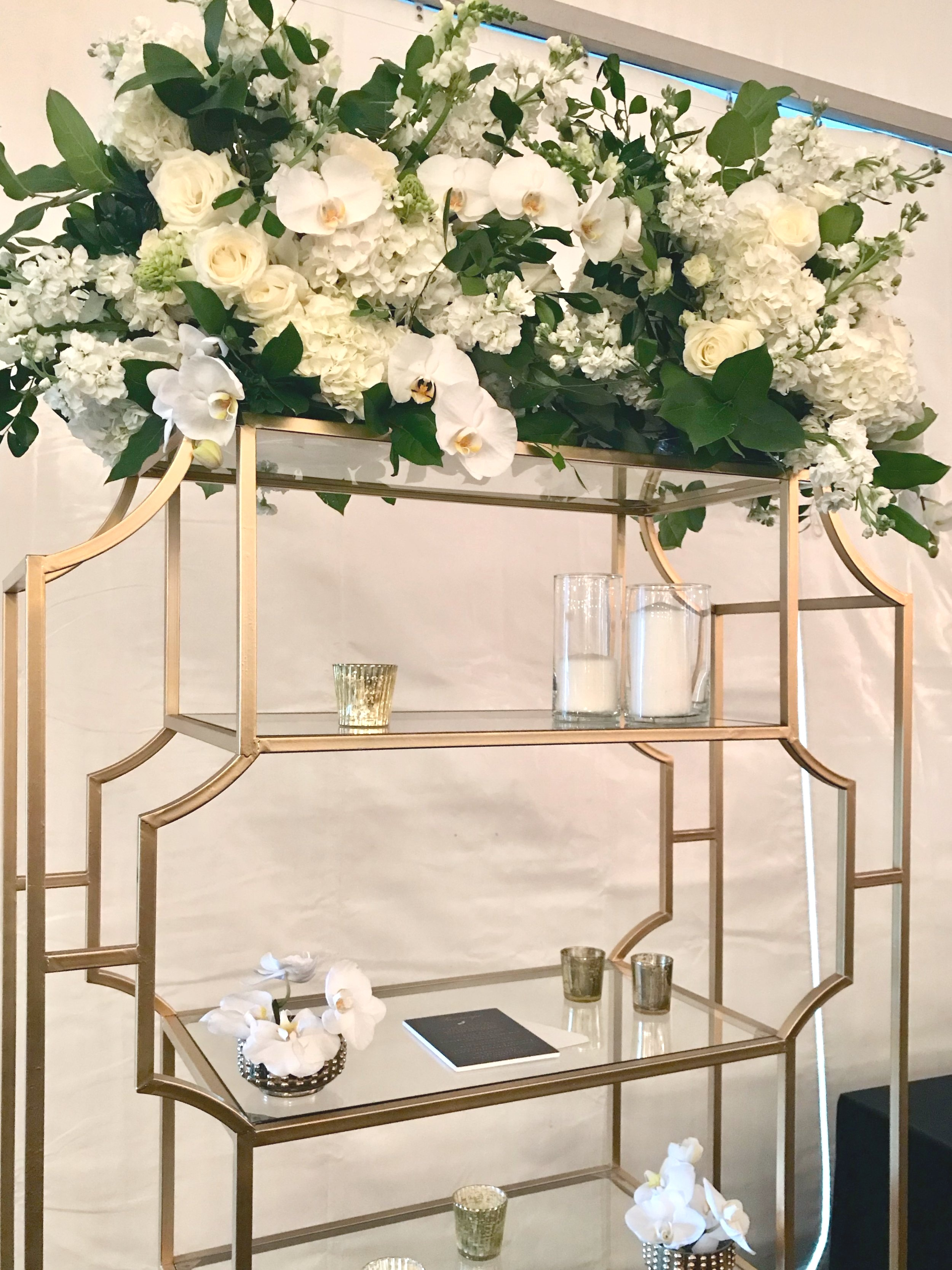 Green+and+white+floral+display+for+wedding+reception+by+Yellow+Canary