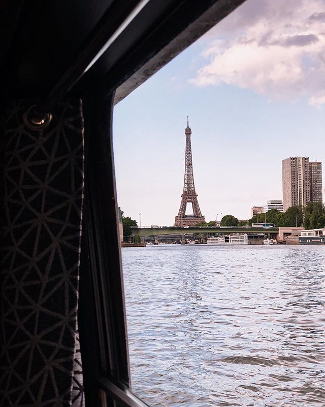 Oh you pretty thing 😍  Paris by boat + a view like this = a very special elopement indeed!!! • • • • • #parisjetaime #parisbyboat #boatceremony #elopetoparis #pariselopement