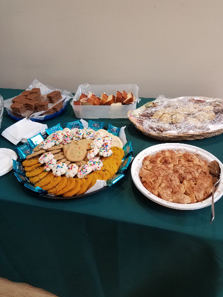 - Note that the desert table has less chocolate than the usual potluck (although there are some chocolate squares around the edge of one of the cookie trays and brownies on the other). And there wasn't anything with a lot of sugary icing. Cinnamon was a popular spice in the pumpkin and zucchini breads and apple cobbler!