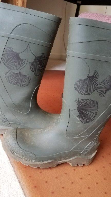 - I decided to make my river boots (that I use for field trips with high schoolers into rivers and streams looking for macroinvertebrates) unique with a Zentangle®.