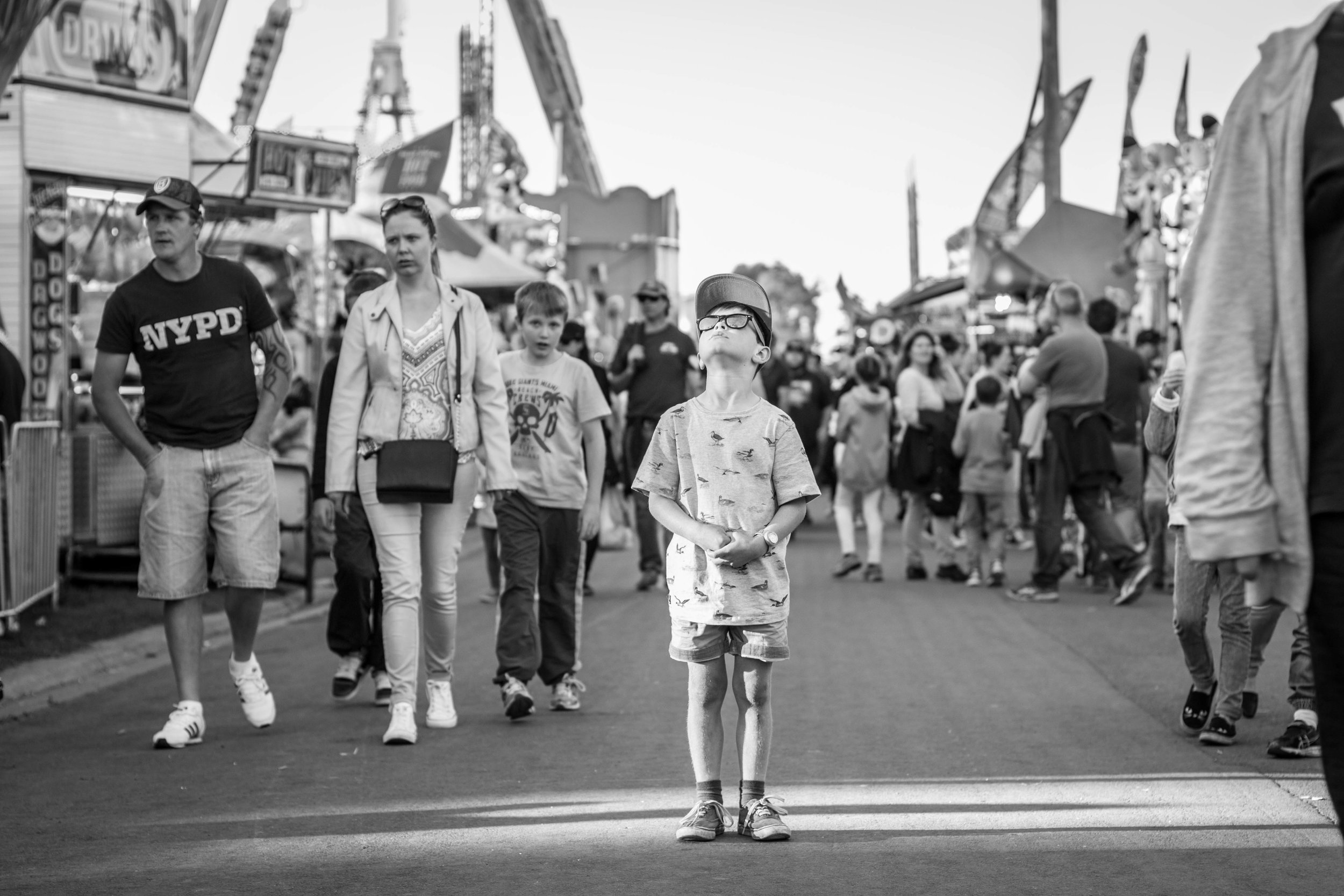Lauren McAdam Photography Family Photographer Geelong Show Watching Ferris Wheel.jpg
