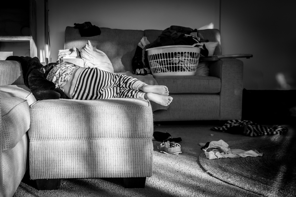 Lauren McAdam photography Geelong In home family children little feet in the morning light.jpg
