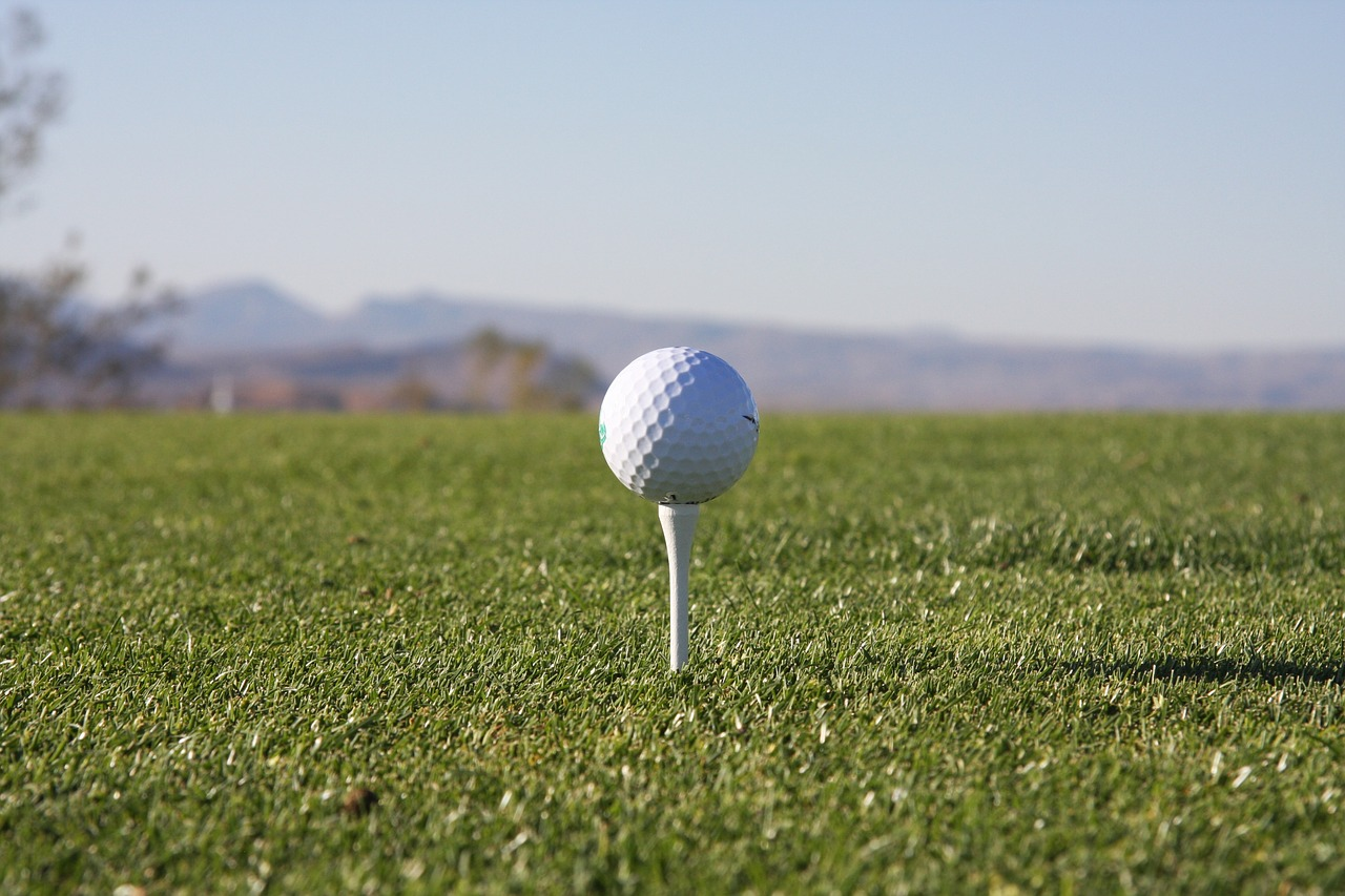 perfect downswingin golf -
