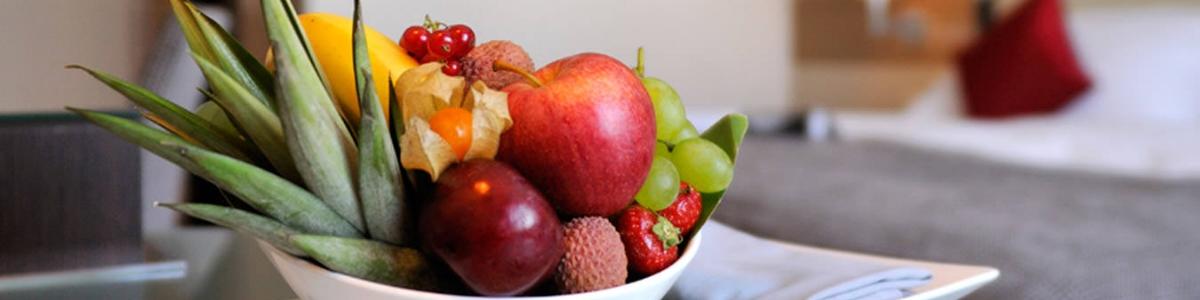 starling-hotel-geneva-airport-standard-room-business-fruit-basket.jpg