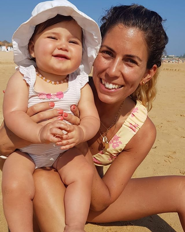 Buda da mãe 🥰 . . #chinoca #buda #picadapelasabelhas #gordafofa #missrefegos #babyP #babygirl #mybaby #beachdays #sunnydays #vacation #algarve #familytime #happykids #aboutbeing #mum #picoftheday