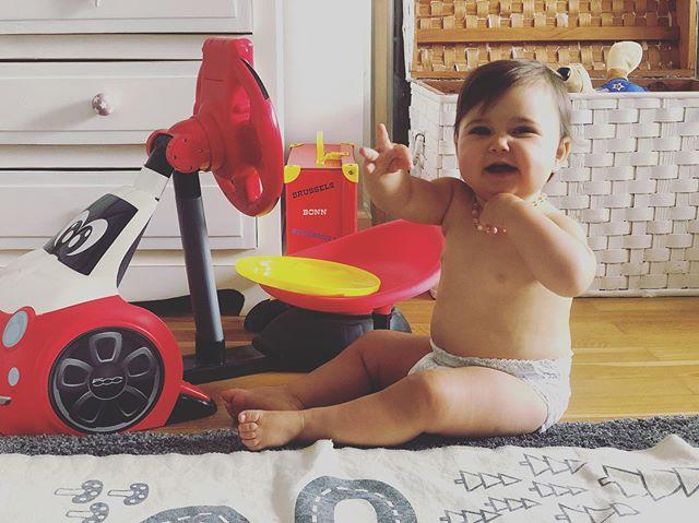 E fazer com que a pestinha vá dormir? Só quer brincar... . . #bebesdodotpants #dodotpants