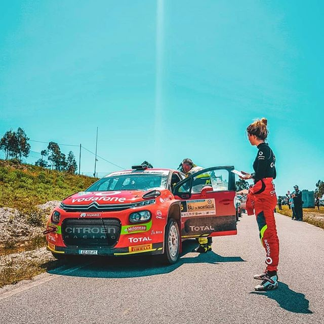 Hoje acordei com saudades disto 🚗💨 . . #citroenvodafoneteam #inespontegrancha #rallygirl #womeninmotorsport #rally #rallyfans #rallyworld #cpr #citroenracing #citroenportugal #work #dedication #motivation #aboutbeing #codriver #picoftheday