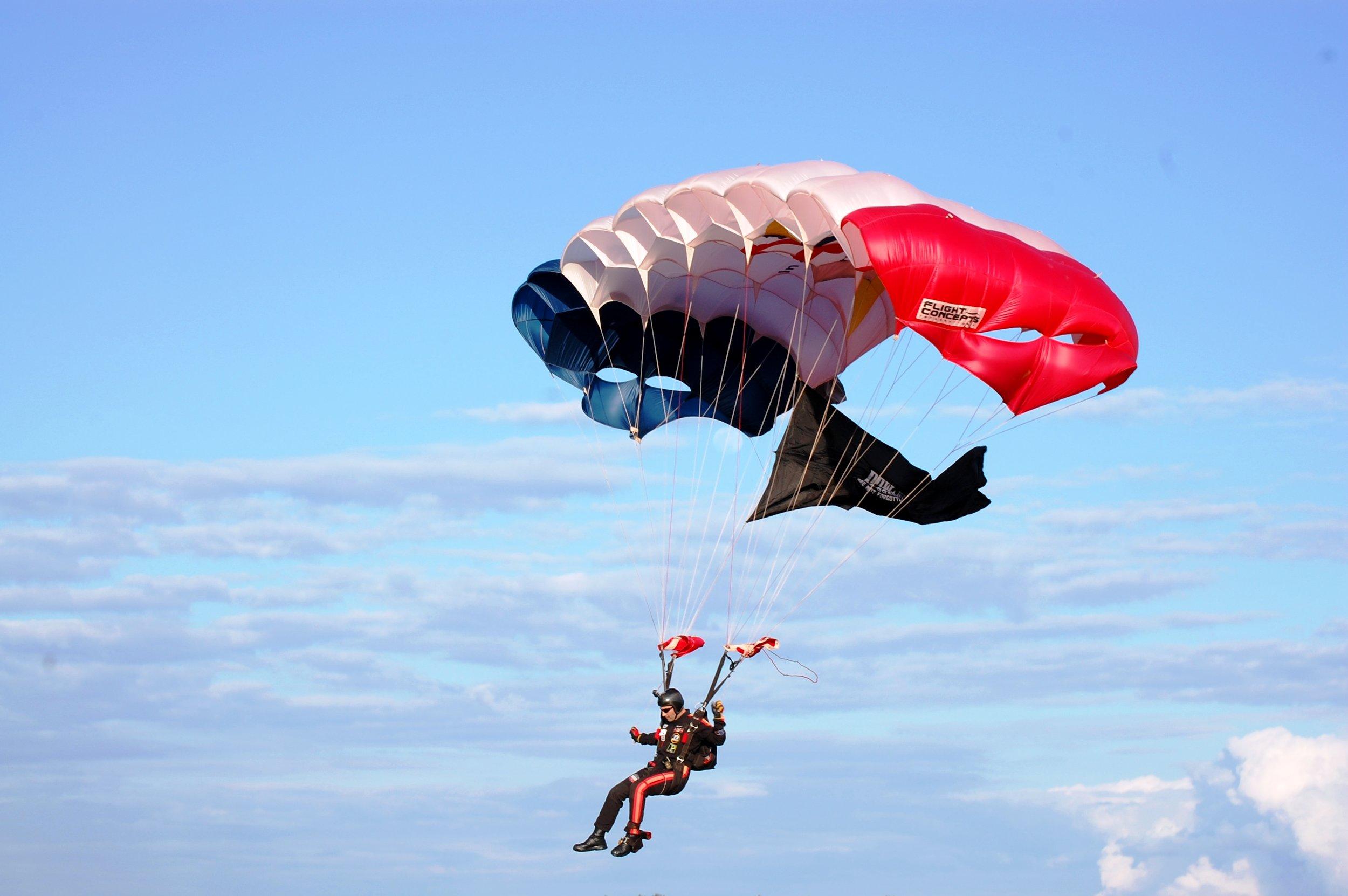 Festival D'Avion Skydivers1.jpg