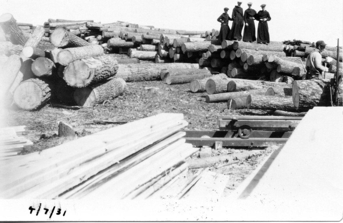 Log-sawing - clerics - 1931.jpg
