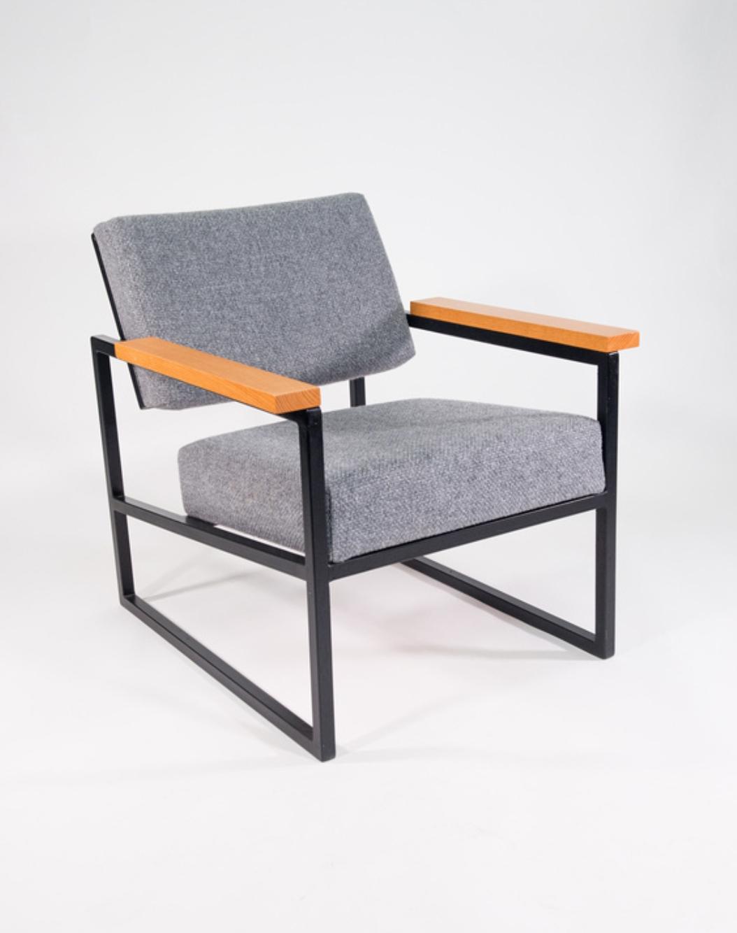 steel chair1.jpg