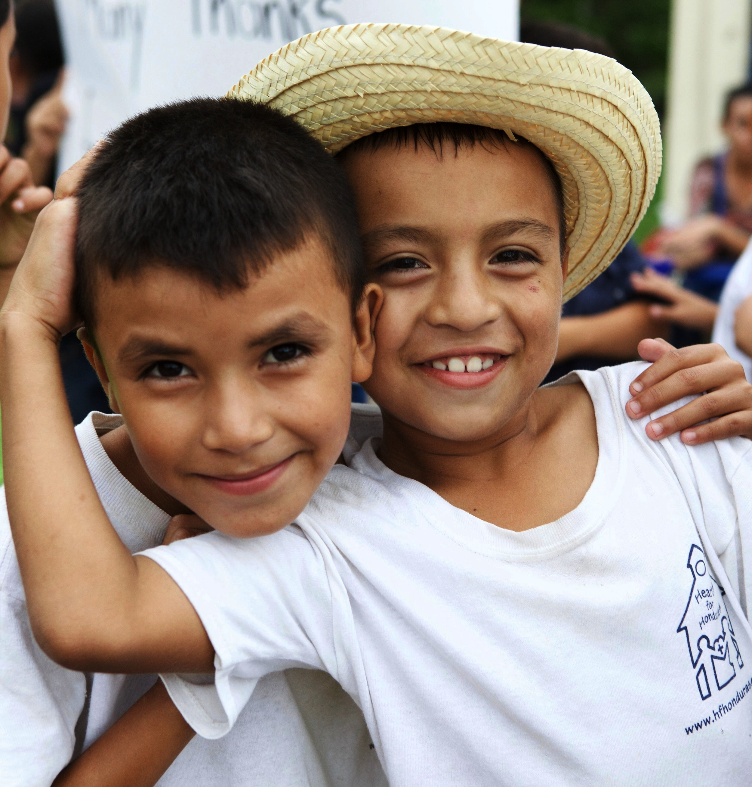 CorazonesPara Honduras - Beneficiar a niños y niñas de escasos recursos económicos; brindándoles una educación integral fundamentada en los principios de la palabra de Dios; preparándolo para una educación superior.