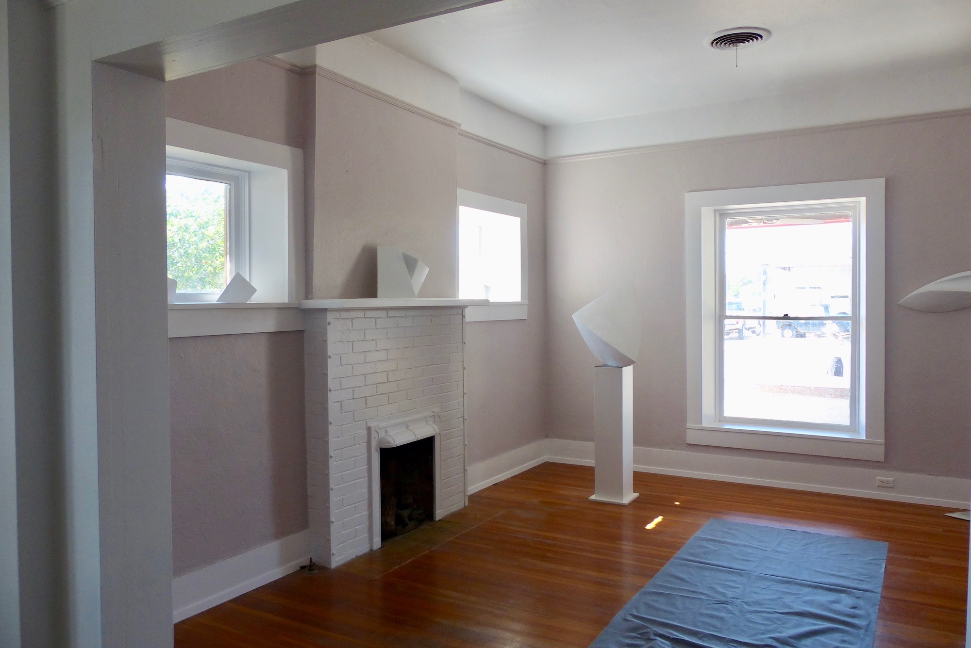 front:fireplace.jpg