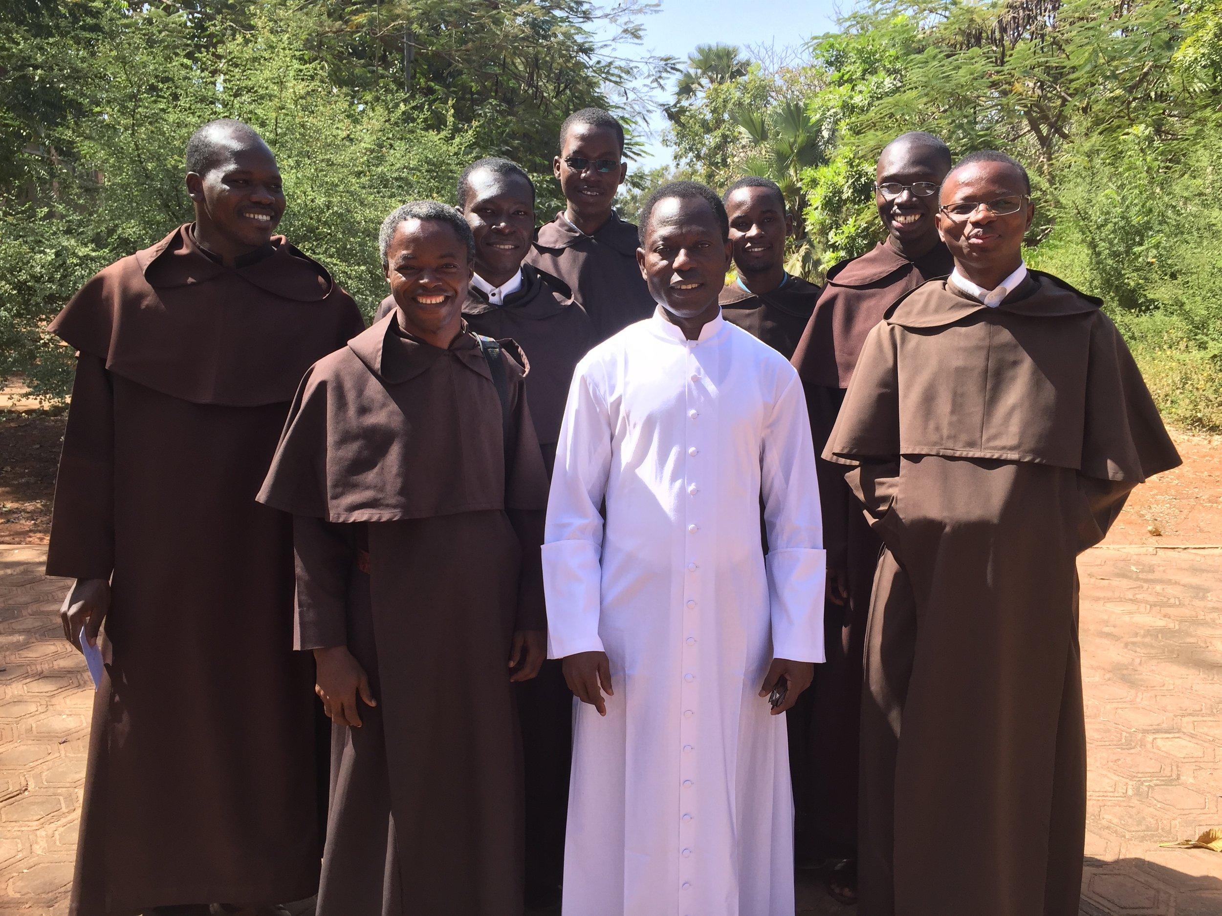 Le Recteur avec les étudiants Carmes