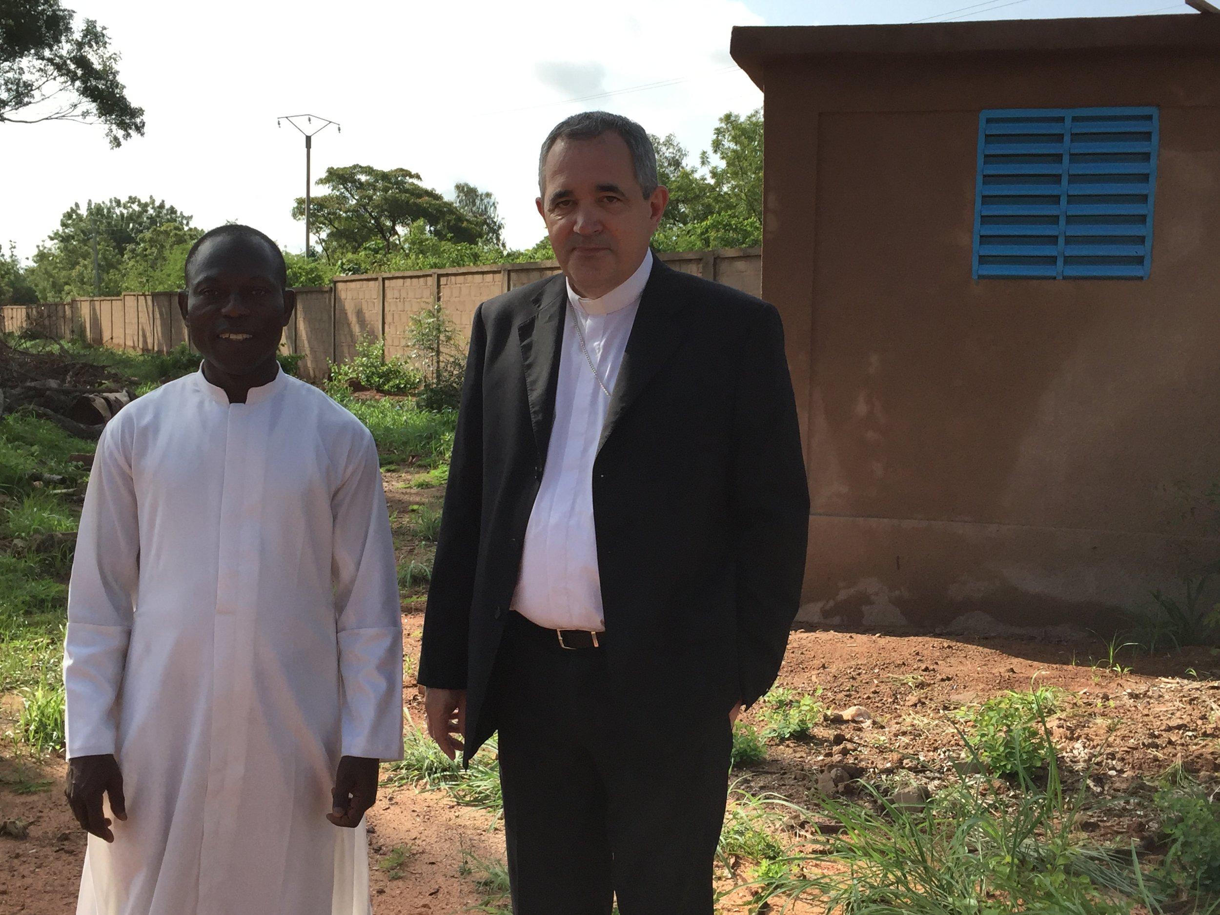 Le Nonce Apostolique visitant les réalisations du Séminaire
