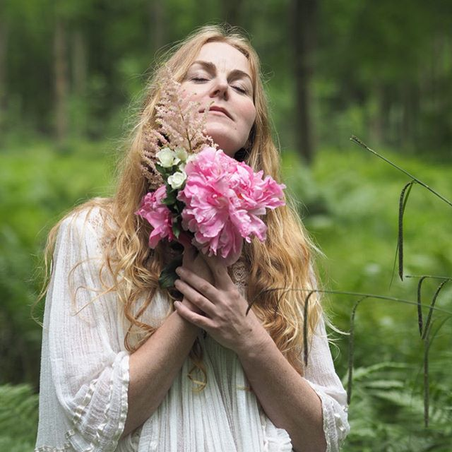 I've been slightly abscent on the Insta squares recently with moving to the North West of England and the gorgeous countryside. Been on soooo many gorgeous walks, just realising how happy and zen nature makes me! 🌱 🌼 Everyday I walk through the woods I'm reminded of some of my fave shoots that I've done of my gorgeous clients. From the forest @daisy.jubilee and I found in Frome to the secret little garden, which was called Elizabeth Garden @jennifer.troester and I discovered in the middle of NYC, Soho. 🌱 🌼 My goal and hope is to do many more nature  photoshoots with gorgeous heart led entrepreneurs. So please any of you lovely women out there that have been wanting to have some photos taken in nature, message me and let's do it! You'll be setting my heart alight and yours too 🦋💕🌱🌼 #heartledentrepreneur #spiritualentrepreneur #womenscircles #womenscirclelondon #soulsister #nature #naturephotoshoot #femaleentrepreneur #womeninbusiness #healingvibrations #soulledbusiness #soulledentrepreneur #personalbrandingphotography #personalbrandingphotographer #personalbrandingphotos #personalbrandingphotoshoot #personalbrandingphotographerlondon