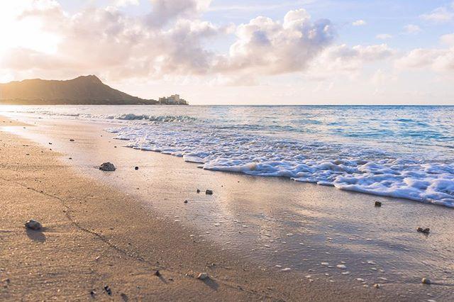 It's only Monday, but you have a bright week ahead of you. Stay strong and embrace the storm. • • • • • #RDxHI #NakedHawaii #LifeOfAdventure #HawaiiUnchained #LiveOutdoors #Hawaii #Honolulu #globeshotz #EarthPorn #global_creatives #WaikikiBeach #Oahu #BeachesandResorts #BestVacations #EarthPix #IGTones #HeaterCentral #HouseofTones #BeautifulDestinations #Bay_Shooters #CaliGrammers #EnvisionTones #GramSlayers #ShotzDelight #DreamWorldImages #Way2ill #WildGrammers #WorldTones #theIMAGED #Tlpicks