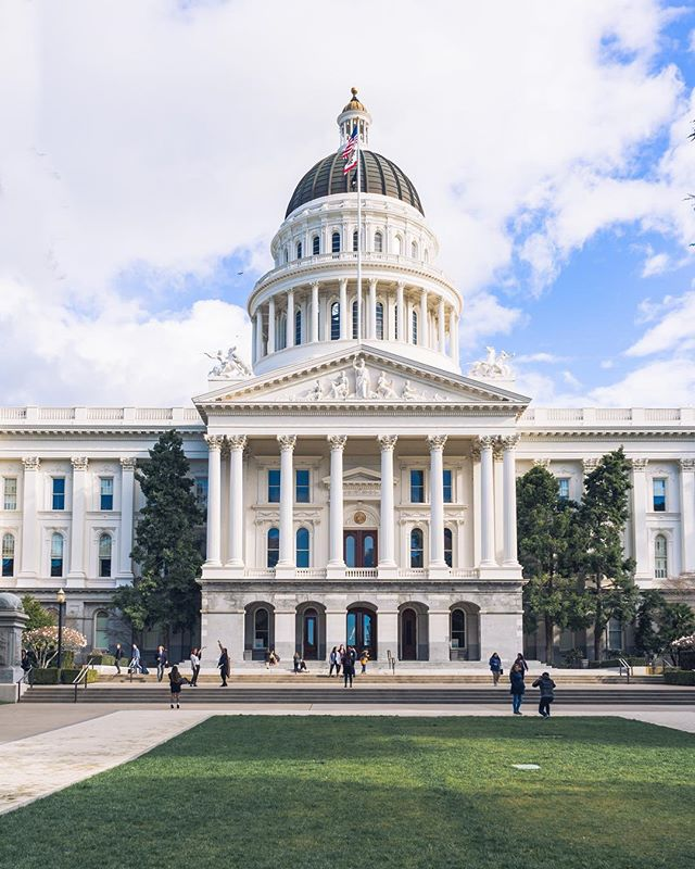 Have you ever been to the capitol? It's a cool place to see! 🏙🐻 • • • • #VisitSacramento #IGersSac #DowntownSac #SacramentoProud #Sacramento #Bay_Shooters #WildBayArea #WildGrammers #AlwaysSF #WorldTones #Way2ill #IGSanFrancisco #CityKillerz #RawCalifornia #TheSanFrancisco #theIMAGED #Californiaholics #SanFranciscoWorld #IGTones #CaliforniaCaptures #CaliGrammers #HeaterCentral #StreetsOfSF #SFGate #SfPulse #EnvisionTones #GramSlayers #ShotzDelight #IGersSF #RDxSac @visitsacramento @igerssac