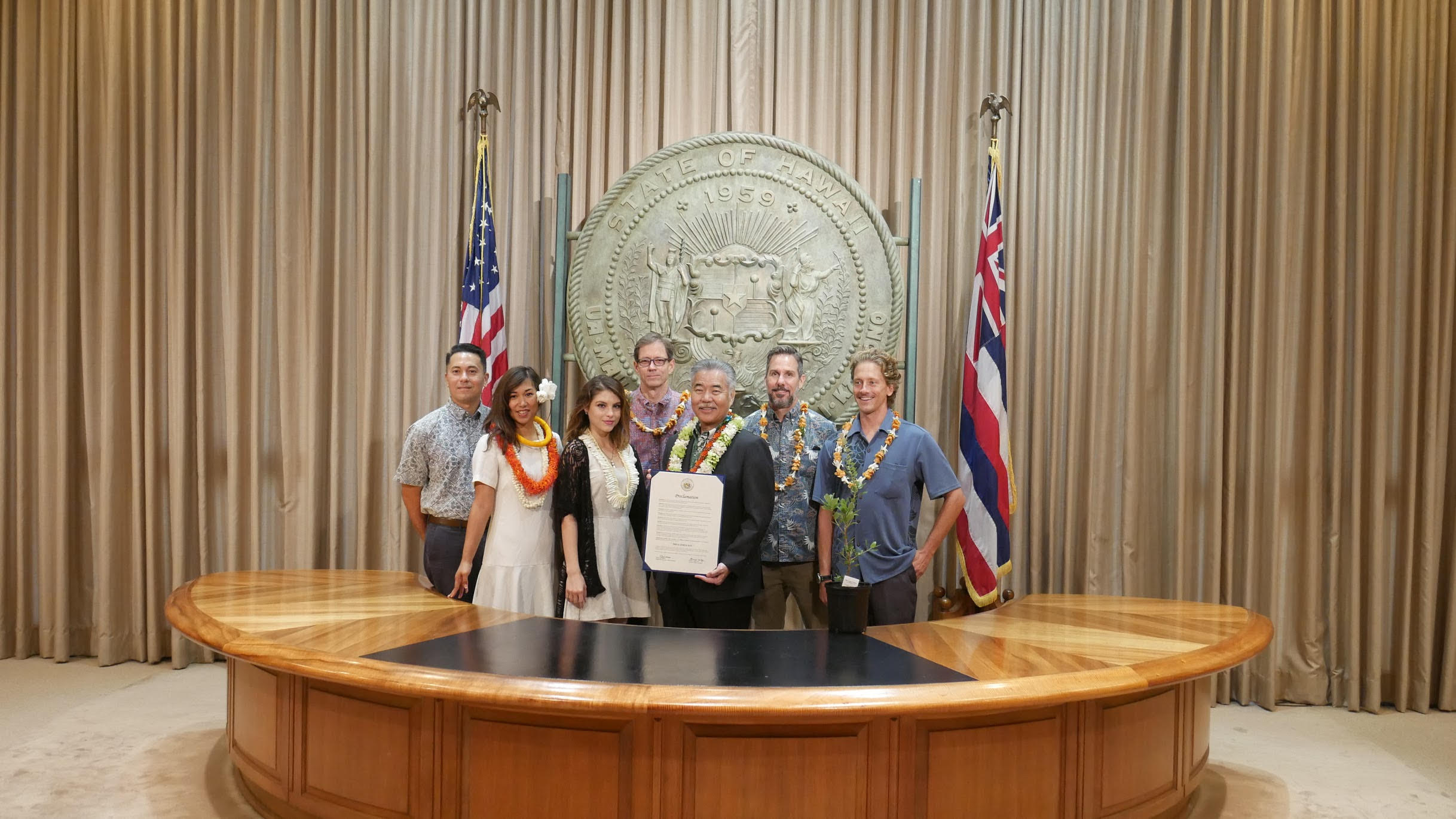 Right to left: Lyons Estate, DLNR, Governor David Ige and 'Ōhi'a Legacy Initiative.