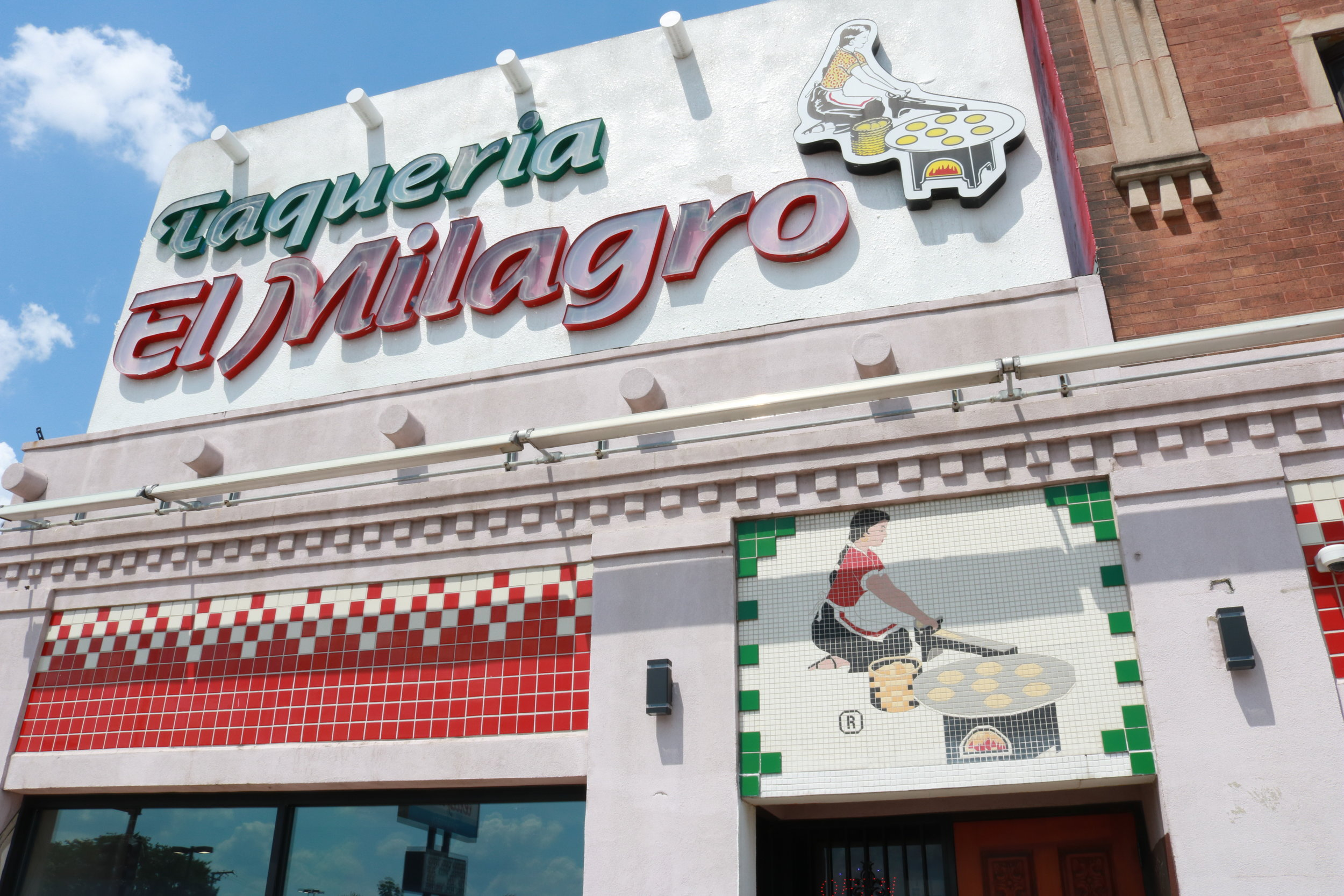 Taqueria El Milagro located in 3050 W. 26th St, Chicago, IL 60623, the Little Village neighborhood. Photo by Esafania Navarrate