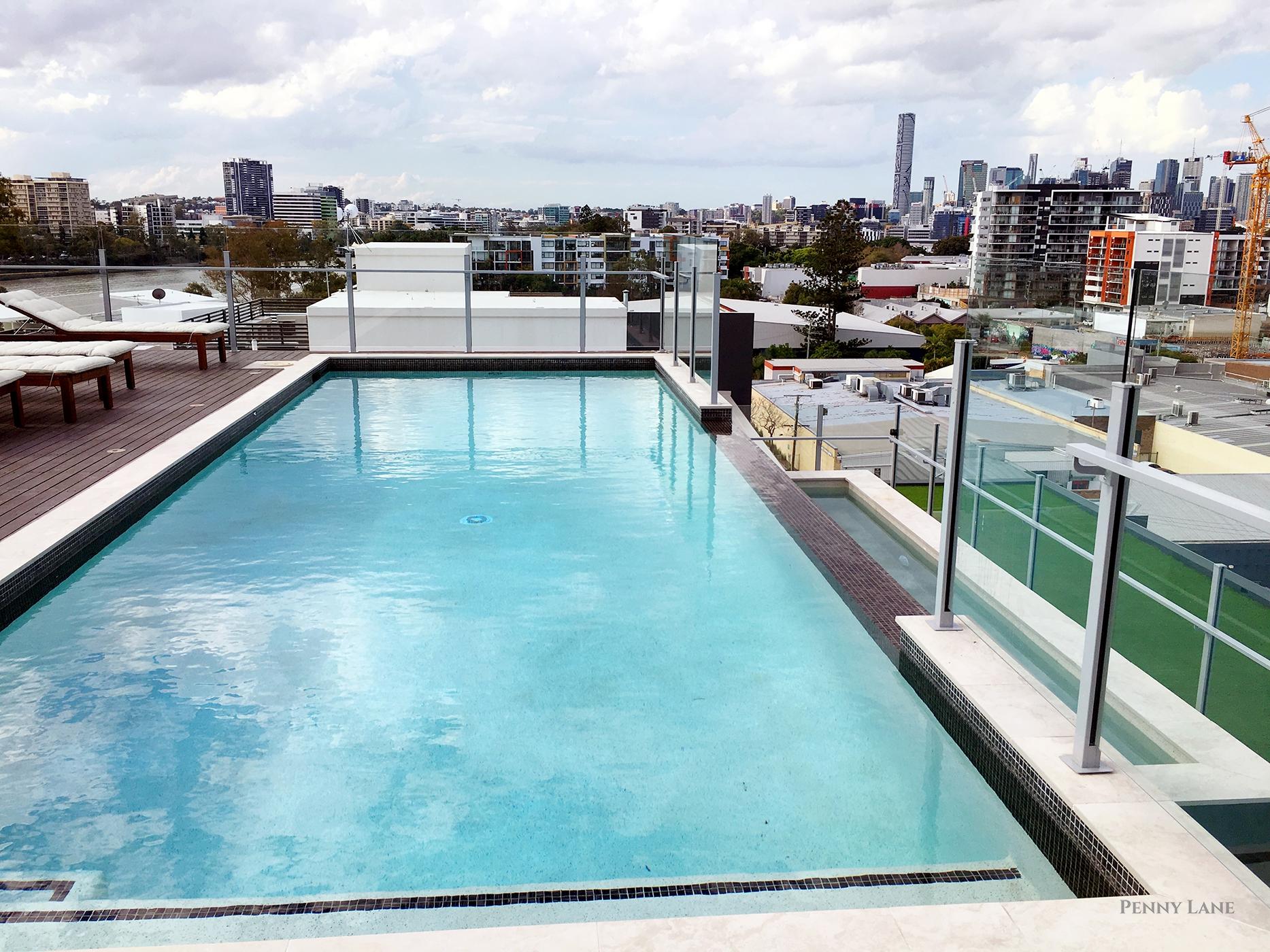 hires.9777-soko-aswimming-pool-4.jpg