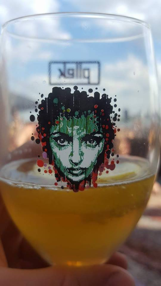 Although not a fan of beer, I loved the art on this glass though.