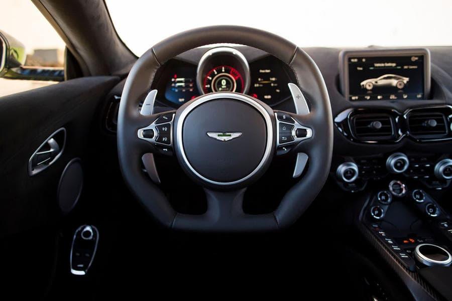 Aston Martin Vantage 5 - superFLY-min.jpg