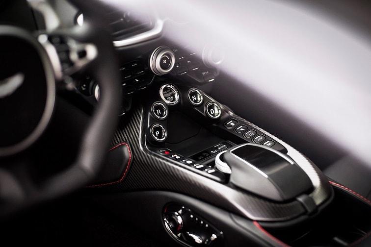 Aston Martin Vantage 4 - superFLY-min.jpg