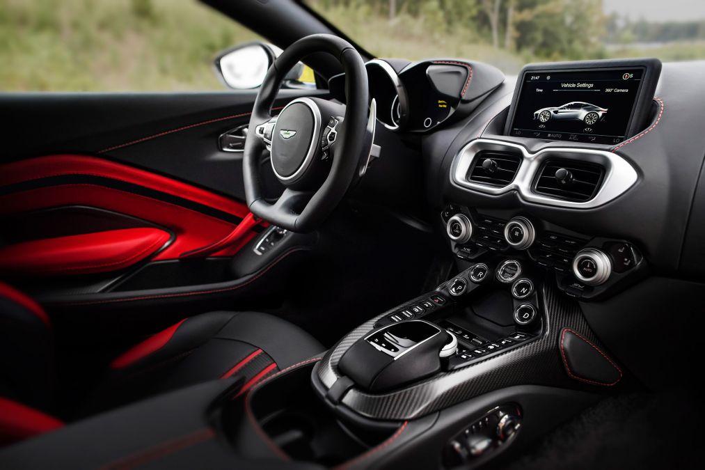 Aston Martin Vantage 6 - superFLY-min.jpg