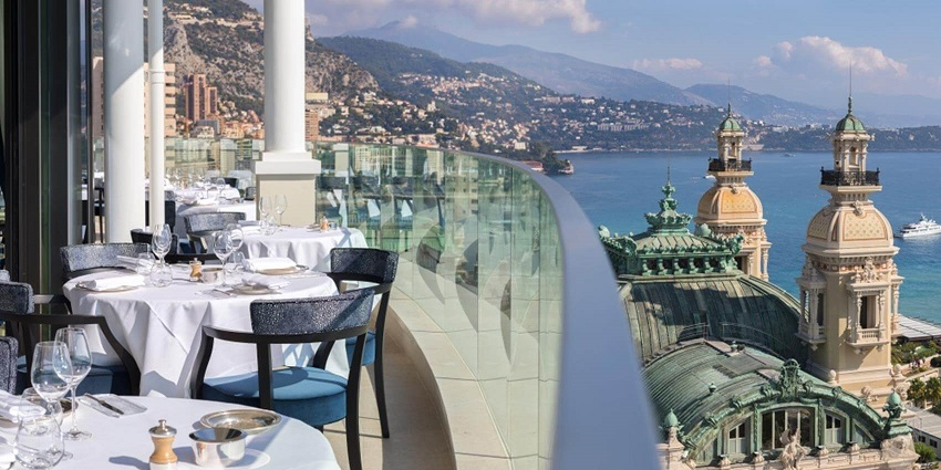 Located on the 8th floor of the Hôtel de Paris Monte-Carlo, Le Grill offers a magnificent panoramic view of the Mediterranean. The roof opens entirely, so diners can enjoy lunch in the sun and dinner under the stars on warm evenings.