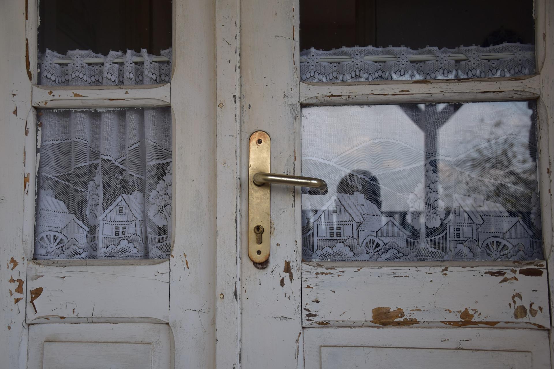 door-2729591_1920.jpg
