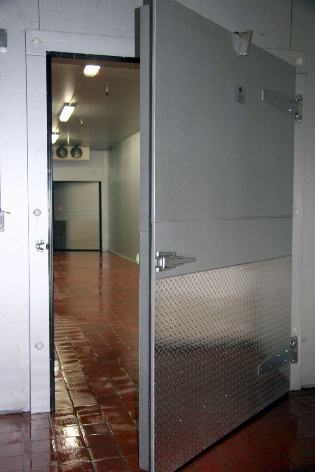 walk-in cooler.JPG