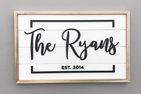 CUSTOM FAMILY SIGN -  WITH BORDER  >