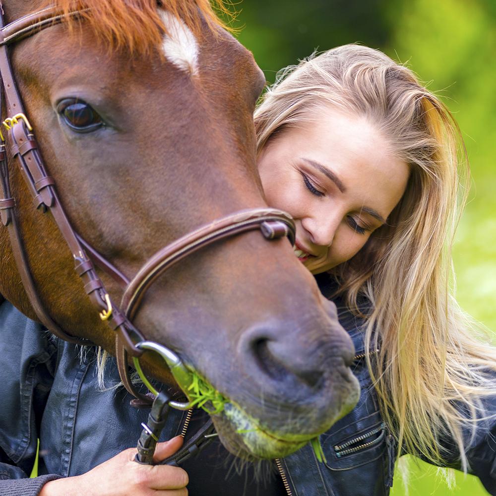 Horse-Woman-Closeup-Sincerus-Leadership.jpg