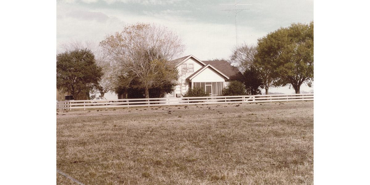 2bar_Farmhouse.JPG
