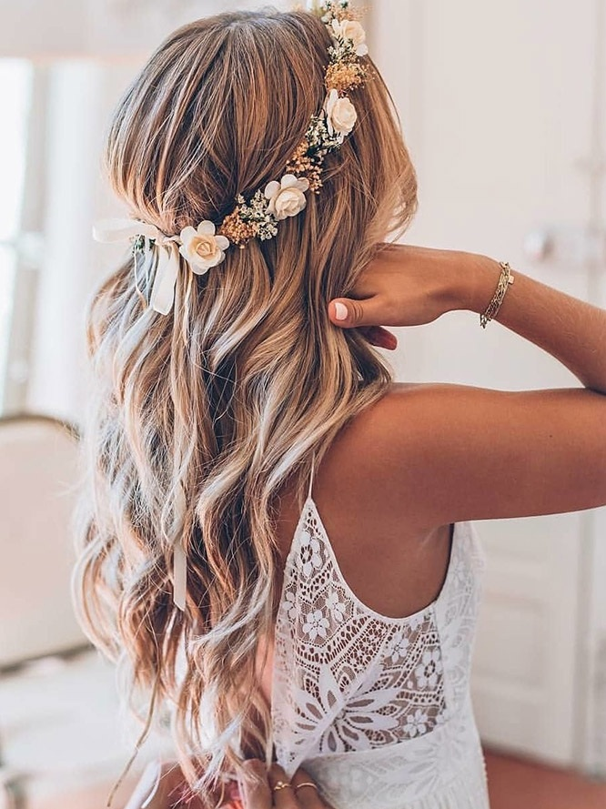 hair-accessories-inspiration-wedding-hairstyles-long-blonde-loose-waves-with-flowercrown-yuliyahairstylist_france.jpg