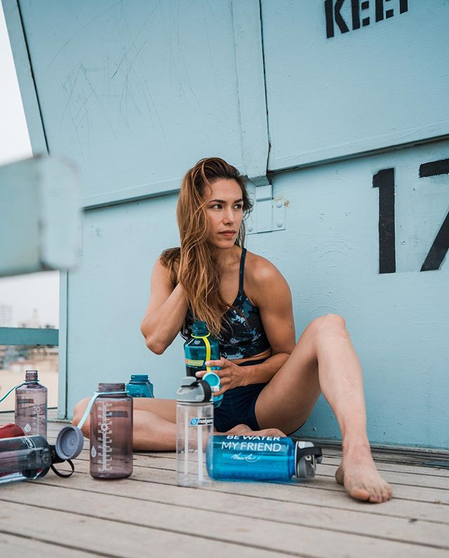 #fitnessfriday  Fitness on the go is the theme this week! Join my beach body weight workout this afternoon in my stories. And as always, don't forget to hydrate! @nalgene for all your H2O needs! • • • #beachworkout #athlete #workout #nogymnoproblem #hydrate #nalgene #training #bodyweightresistance #legday #abs #Strongwomen #health #fitwomen #fit #fitness #balance #ootd #weekendvibes #instafit #beachbum #hapagirls #bewatermyfriend #brucelee