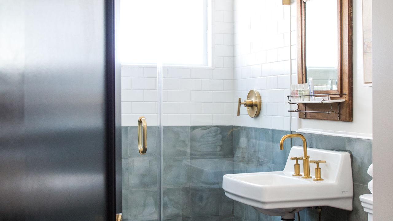 hotel-covell-gallerych-1-bathroom