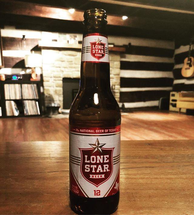Oh hello Lone Star...don't mind if I do! . . . . . #lonestar #lonestarbeer #ameripolitan #nationalbeeroftexas #iminindiana #honkytonk