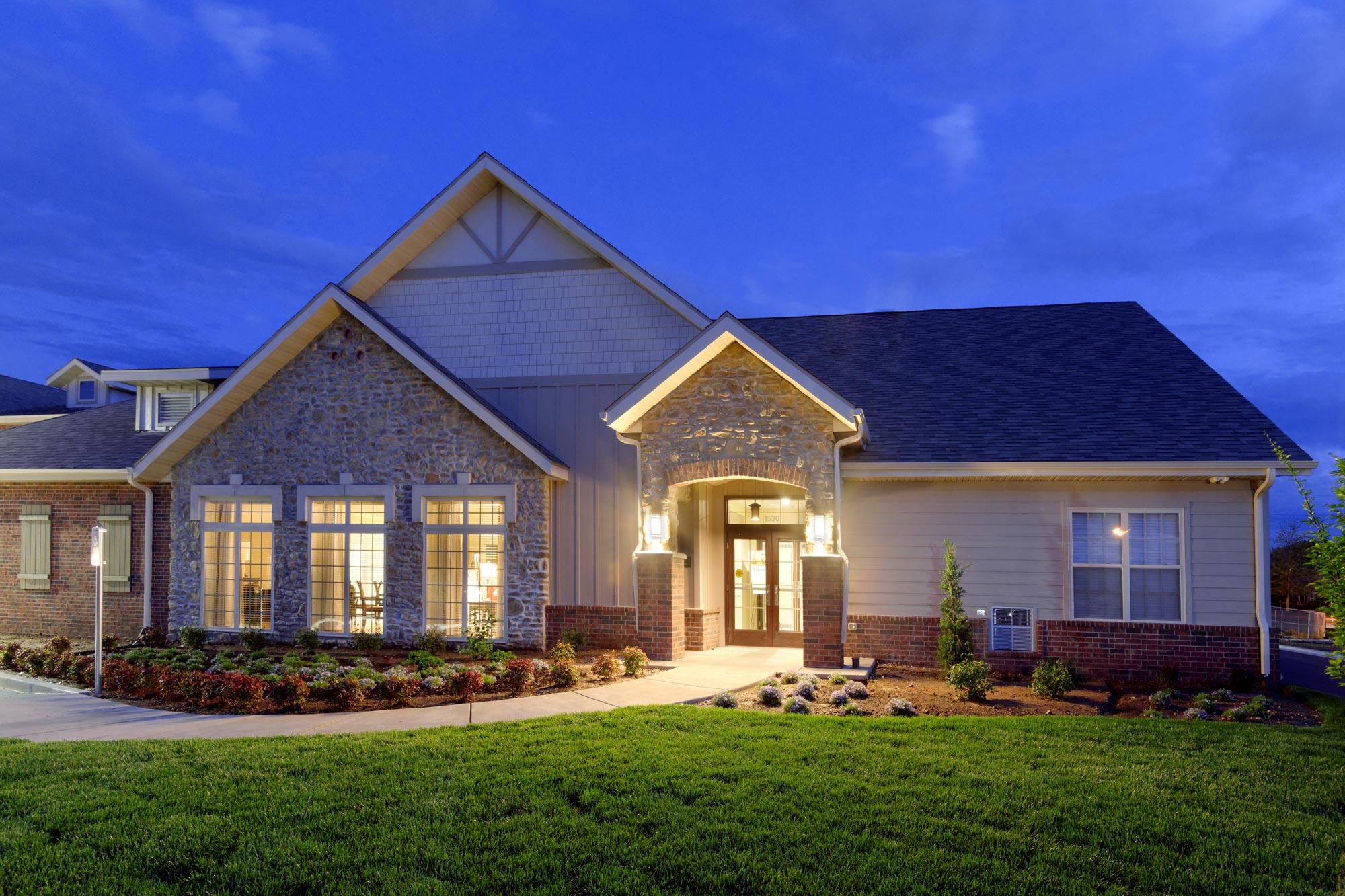 Castlewood-Senior-Living-H-Design-Exterior-01.jpg