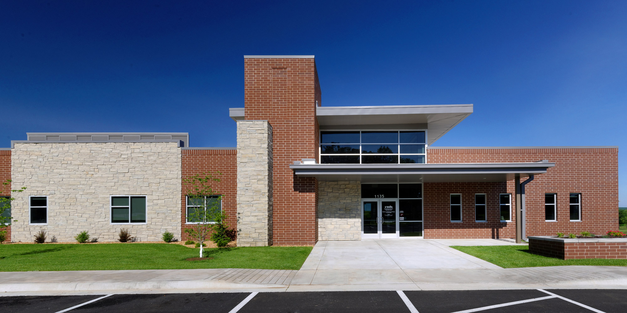 Boliver-Technical-College-H-Design-Exterior-01.jpg
