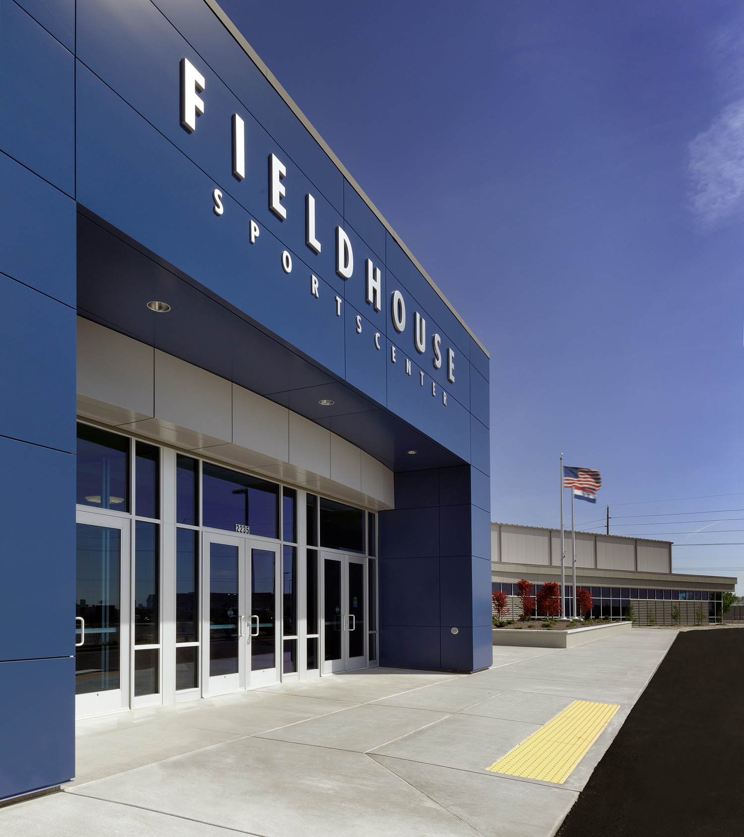Fieldhouse-Sportscenter-H-Design-Exterior-01.jpg