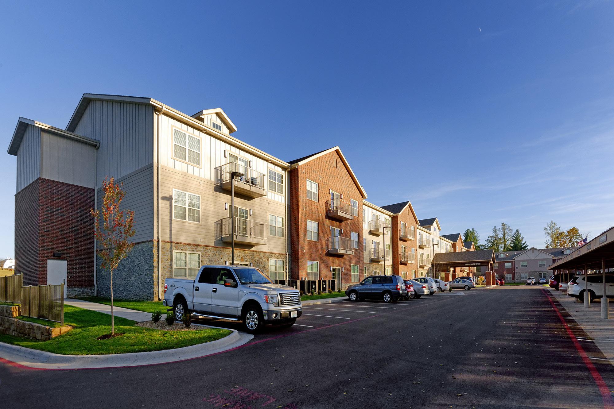 Castlewood-Senior-Living-H-Design-Exterior-03.jpg